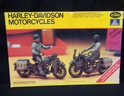 Testors 858   --    Harley-Davidson Motorcycles set of 2 w/drivers   1:35