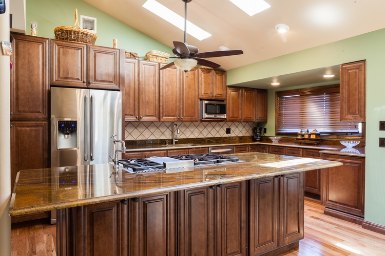 Glazed cabinets kitchen cabinets paint cabinets maple for Chocolate maple glaze kitchen cabinets