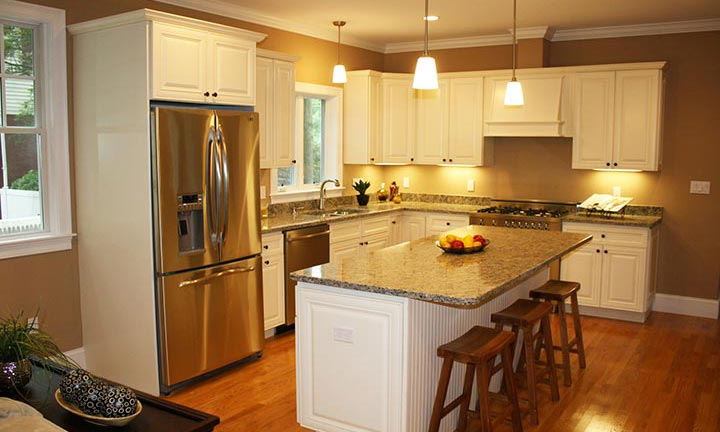 Hudson Painted Antique White Kitchen Cabinets