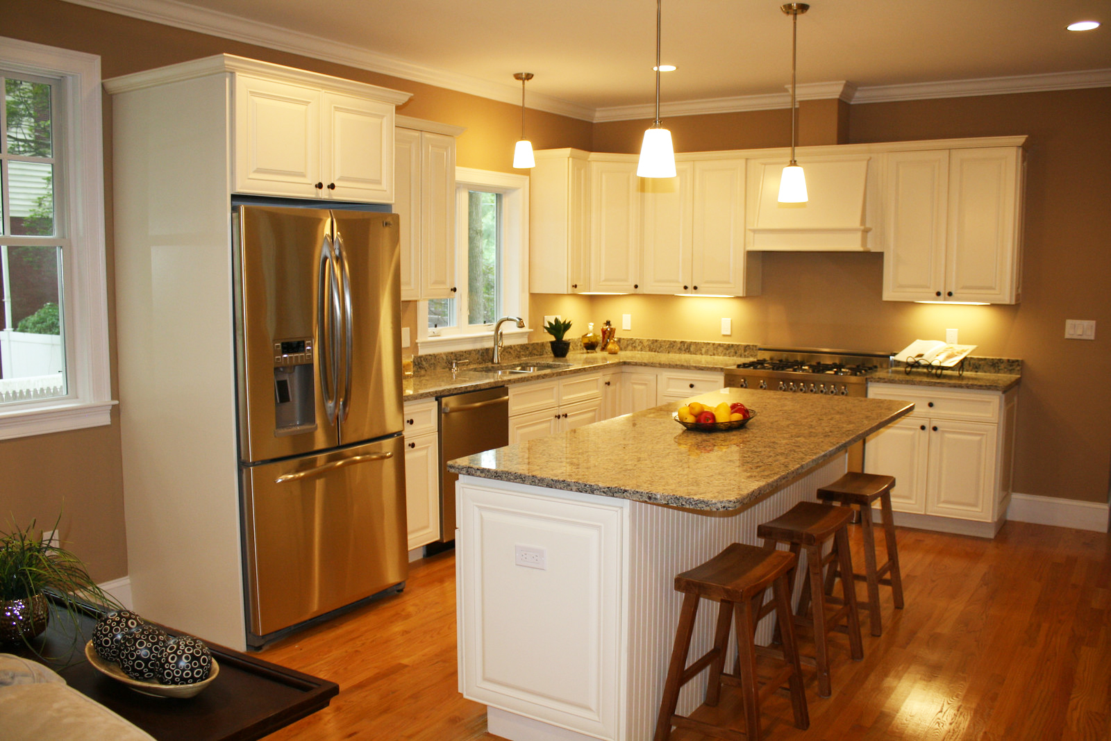 Painted white oak kitchen cabinets image furniture vista for Kitchen white cabinets