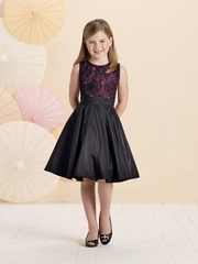Joan Calabrese *214391* Sleeveless taffeta and lace on tulle