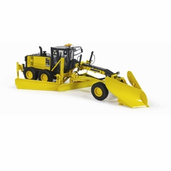 #4778FG Komatsu GD655-5 Motor Grader with V-Plow & Wing 1:50 Scale (50-3266)