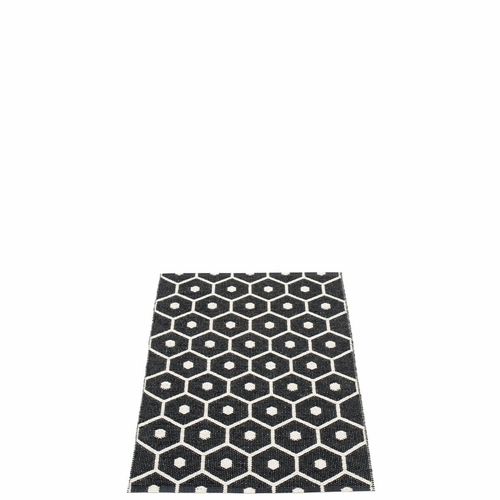 Pappelina Honey Plastic Rug - Black/Vanilla, 2 1/4' x 3 1/4'