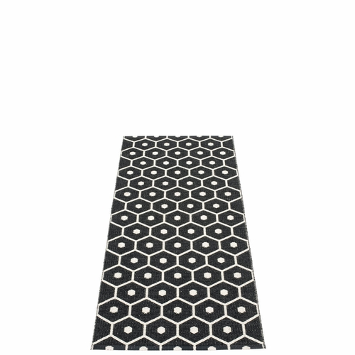 Pappelina Honey Plastic Rug - Black/Vanilla, 2 1/4' x 5 1/4'