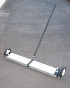 "36"" Magnetic Floor Sweeper"
