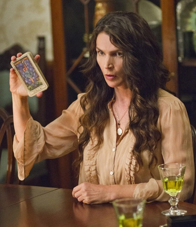 "01x01 ""Pilot"" Witches of East End - Joanna"