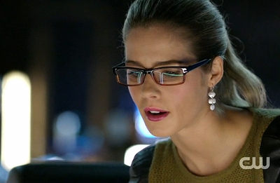 "02x12 ""Tremors"" - Felicity Earrings"