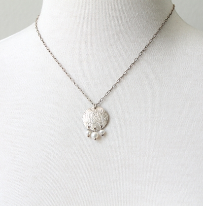 Textured Pendant Pearl Necklace