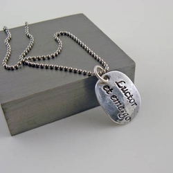 Luctor et emergo - I Struggle but I'll Survive Oval Pendant