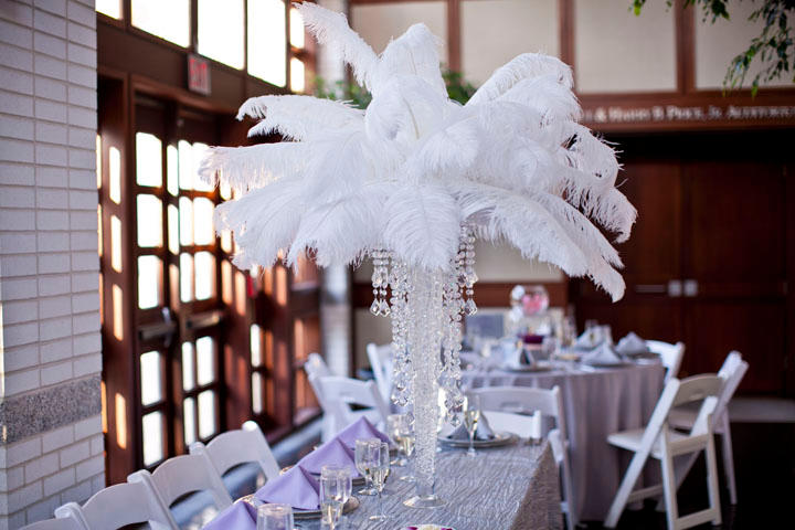 18 Ostrich Feathers 12 Set With 24 Eiffel Tower Vase