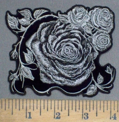 3902 G - Black And White Roses - Embroidery Patch