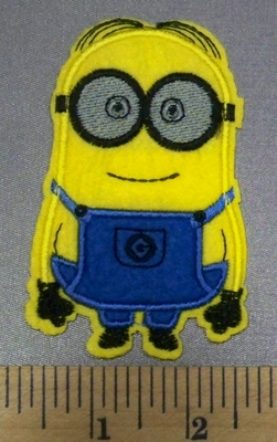 4999 C -  Smiling Minion - Embroidery Patch