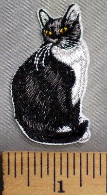 5103 C - Black And White Cat - Embroidery Patch