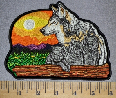 610 CP - Wolf And  Baby Cubs With Sunset - Embroidery patch