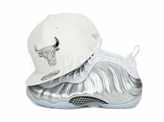 "Chicago Bulls Glacial White Pebbled Silver Metal Badge Air Jordan IV ""Pure Money"" New Era Snapback"