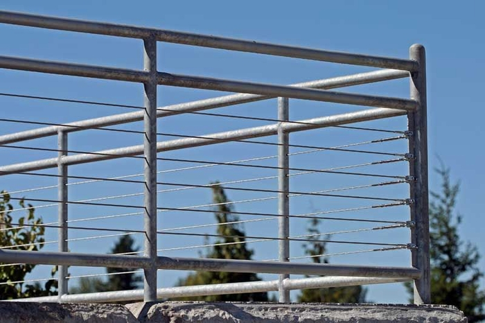 Commercial Rail System with Stainless Cabling