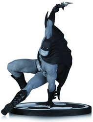 Batman Black & White Statue By Bryan Hitch