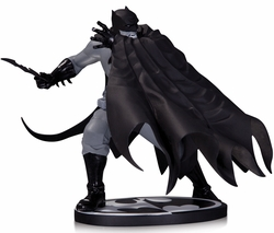 Batman Black & White Statue By Dave Johnson pre-order