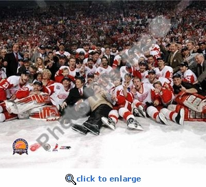 2002 NHL Stanley Cup Detroit Red Wings Team Celebration 8x10 Photo