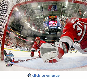 2006 NHL Stanley Cup Carolina Hurricanes Game 5 Cam Ward 1 8x10 Photo
