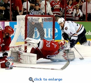 2006 NHL Stanley Cup Carolina Hurricanes Game 7 Cam Ward 8x10 Photo