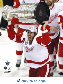 2008 NHL Stanley Cup Detroit Red Wings Henrik Zetterberg with the Stanley Cup Game 6 8x10  Photo
