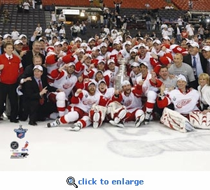 2008 NHL Stanley Cup Detroit Red Wings Team Celebration 8x10 Photo