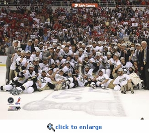 2009 NHL Stanley Cup Pittsburgh Penguins Team Celebration 8x10 Photo