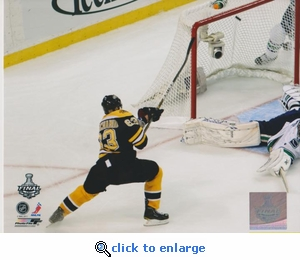 2011 NHL Stanley Cup Brad Marchand 8x10 photo - Boston Bruins