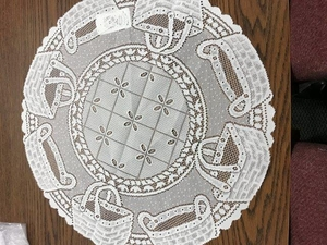 "Basket Pattern 20"" Round Doily : Color: Ecru"