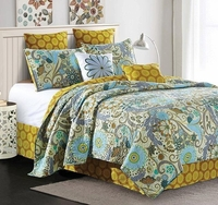 Carine Deluxe Quilt Set by Jacque Pierro