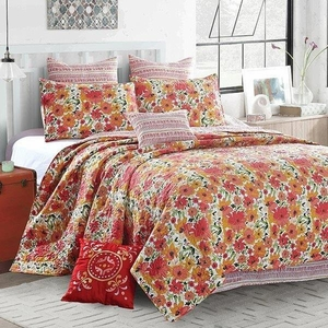 Coral Crush Deluxe Quilt Set by Sara Berrenson