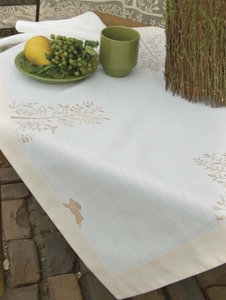 Rabbit Hollow 36x36 Table Topper