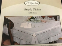 Simply Devine Tablecoth