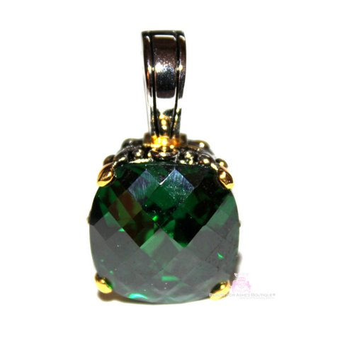 15mm Emerald Green Cushion Cut Two Tone Throne Room Pendant