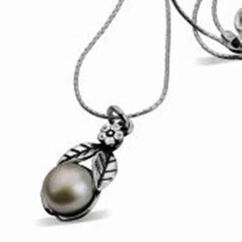 Silver Necklace with a pearl and flower