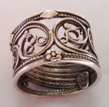 Silver ring filigree lace design
