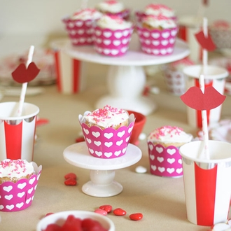 Cupcake Wrapper 20pcs Fuchsia with White Hearts