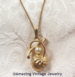 ACORN TREASURES Necklace