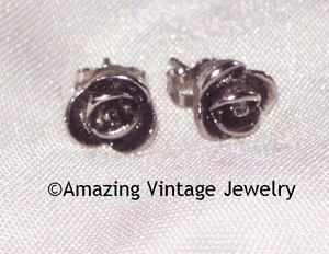ANTIQUE ROSE Earrings - Pierced