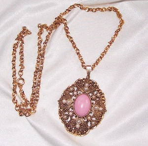 AVON Antique Goldtone Necklace w/Pink Cab and Faux Pearls