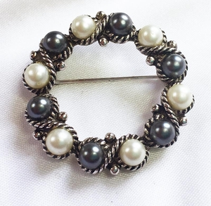 AVON Faux Pearl Circle Pin