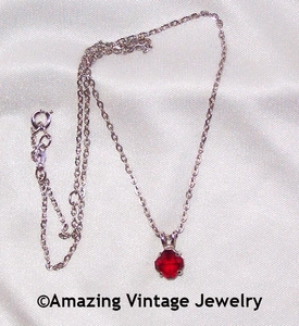BIRTHSTONE PENDANT - January - Garnet