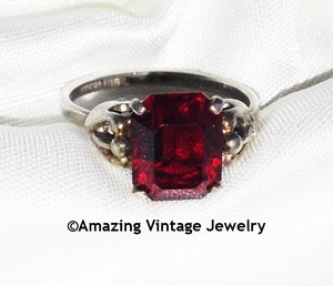 BIRTHSTONE Ring - Ruby - July