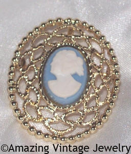 CAMEO LACE Pin
