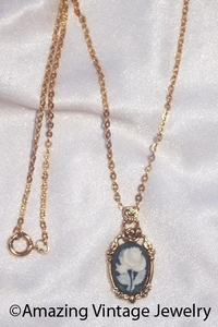 COVENTRY CAMEO Necklace