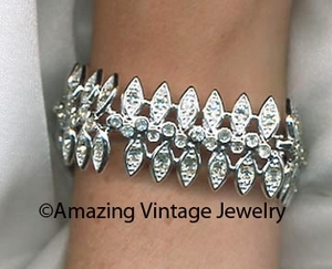 CRYSTAL SNOW FLAKES Bracelet