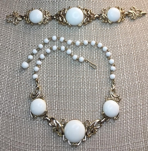 EMMONS Goldtone/White Cab Necklace & Bracelet Set