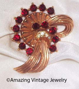 EMMONS or SARAH COVENTRY Goldtone Swirl Pin w/Red RS