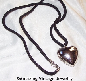 ESCAPADE Necklace - Silvertone Heart